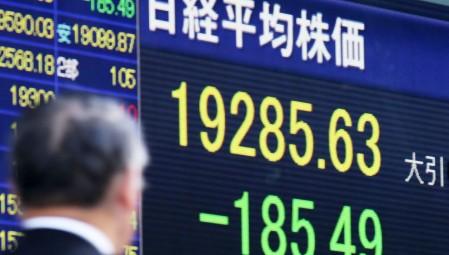 Στο «κόκκινο» η Ασία, με ανησυχίες για τον εμπορικό πόλεμο