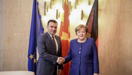 Ικανοποίηση της Μέρκελ για την πορεία του Σκοπιανού