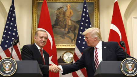 Συγχατηρητήρια Τραμπ σε Ερντογάν, με τη Μανμπίτζ στο επίκεντρο
