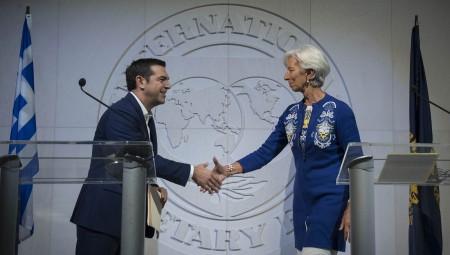 Το ΔΝΤ «μαυρίζει» την κυβέρνηση για τα εργασιακά