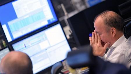 Σε «θάλασσα κόκκινου» οι ευρωαγορές με το βλέμμα στο ΝΑΤΟ