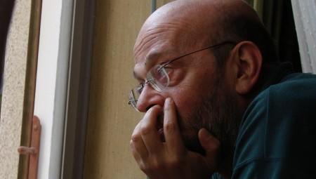 Απεβίωσε ο δημοσιογράφος Μάνος Αντώναρος