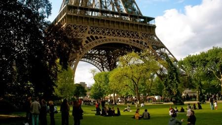 Παρίσι: Κομμένο το... τσιγάρο στα πάρκα!