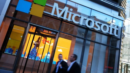 Πτωτικά η Wall Street, αναμένοντας τη Microsoft