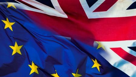 «Φουντώνουν» τα σενάρια για «σκληρό» Brexit