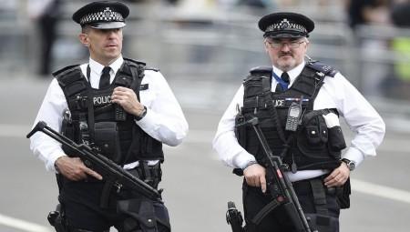 Λονδίνο: Αυτοκίνητο έπεσε πάνω σε πεζούς έξω από το τέμενος - Δύο τραυματίες