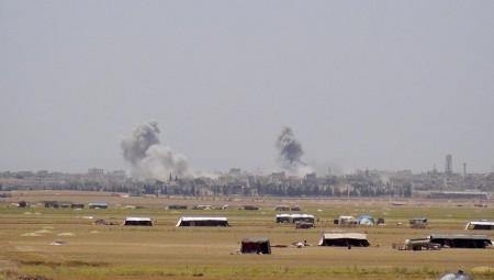 Η Τουρκία μεταφέρει στρατιωτικά οχήματα στα σύνορα με τη Συρία