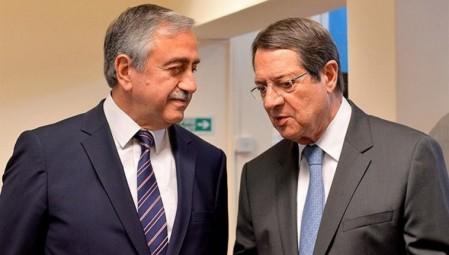 Κυπριακό: Ο Ακιντζί θέλει συνάντηση με τον Αναστασιάδη πριν τις 29 Οκτωβρίου