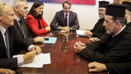 Μητσοτάκης: Ο Τσίπρας θέλει να προσλάβει 10.000 κομματικούς φίλους του