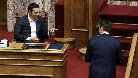 Ο Μητσοτάκης φέρνει στη Βουλή τον Τσίπρα για την εγκληματικότητα στα ΑΕΙ