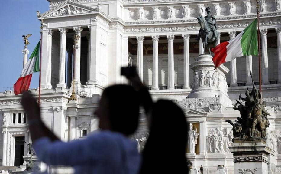 Προειδοποιήσεις για υποβάθμιση 12 ιταλικών τραπεζών από τον Moody's