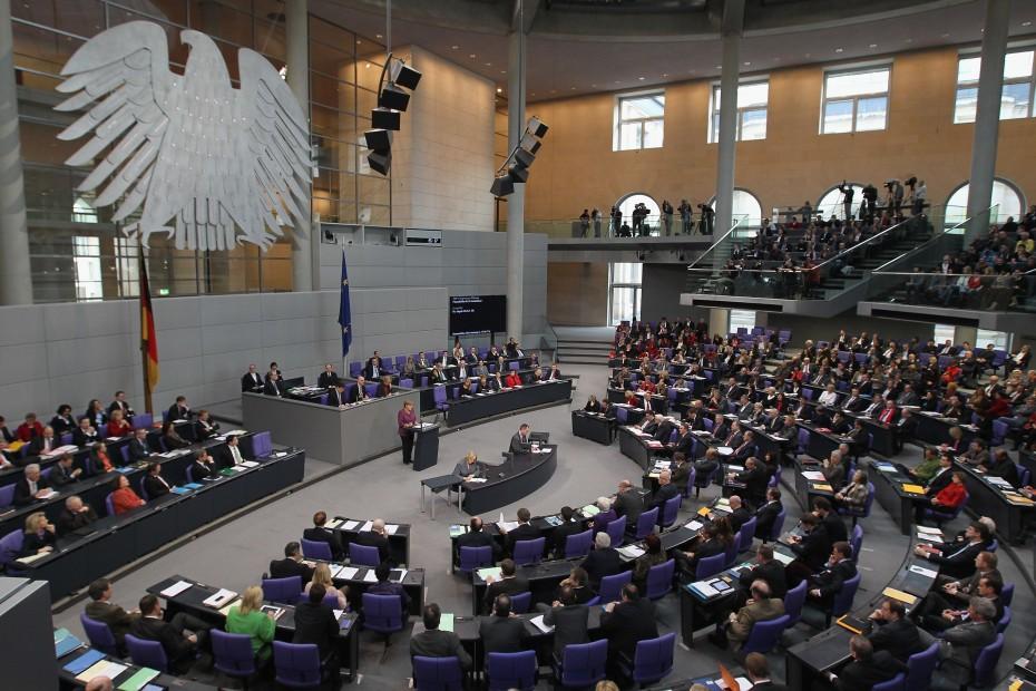 Η Γερμανία ενέκρινε τη συμφωνία του Eurogroup για την Ελλάδα