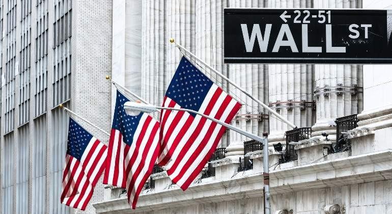 Κέρδη στη Wall Street, αναμένοντας τον Πάουελ της Fed