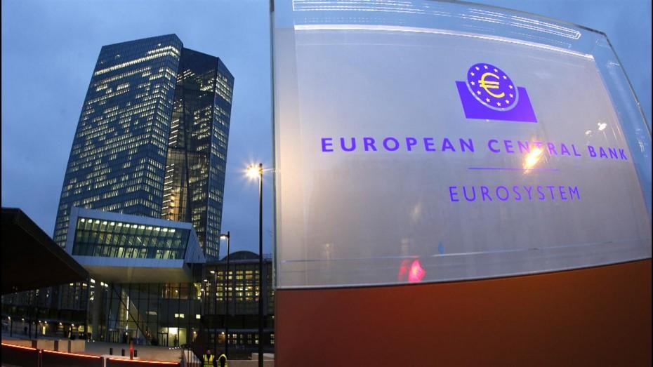 Οι εμπειρογνώμονες της ΕΚΤ «τσεκούρωσαν» την ανάπτυξη της Ευρωζώνης
