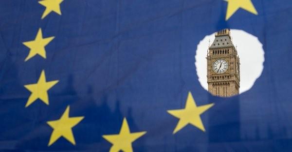 BBG: Η Βρετανία υποχωρεί για τα ιρλανδικά σύνορα επί του Brexit