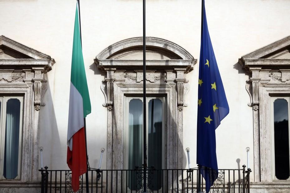 «Ομοβροντία» κατά της Ιταλίας από τις διεθνείς αγορές