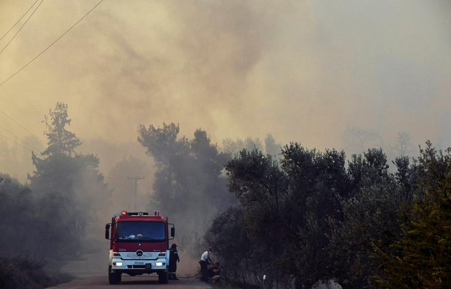 Μεγάλη πυρκαγιά σε καπναποθήκη στην Καβάλα