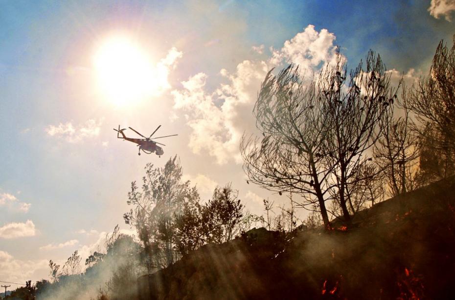 Μάχη με τις φλόγες στη Σιθωνία Χαλκιδικής