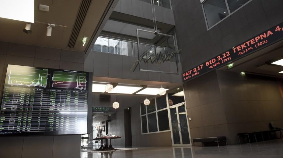 Εγκλωβίστηκε στη μέγγενη των τραπεζικών πιέσεων το ΧΑ
