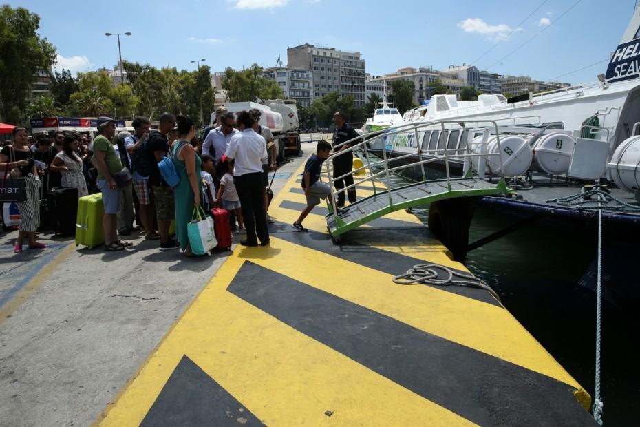 Επιστρέφει στο Πειραιά «δελφίνι» με 100 επιβάτες