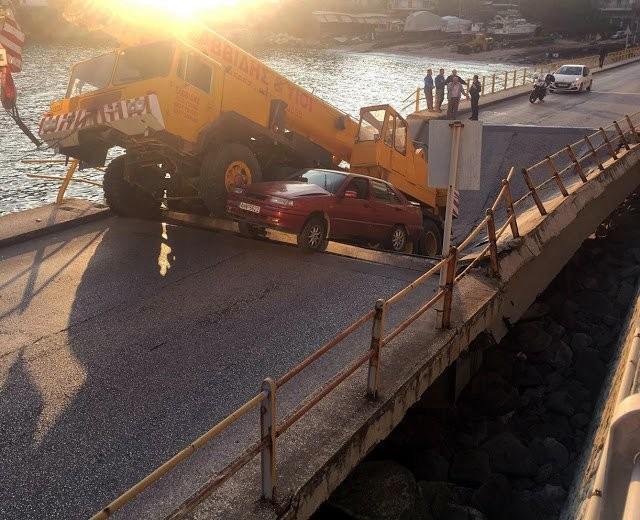 Κατάρρευση γέφυρας στην Καβάλα - Παρασύρθηκαν οχήματα