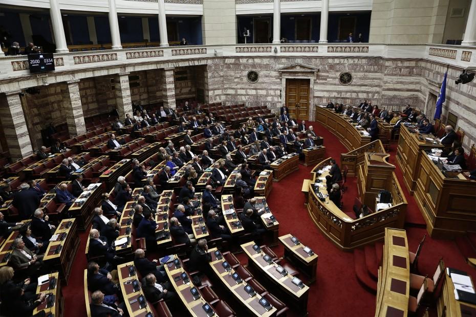 Ψηφίστηκαν από τη Βουλή οι επιστροφές των αναδρομικών