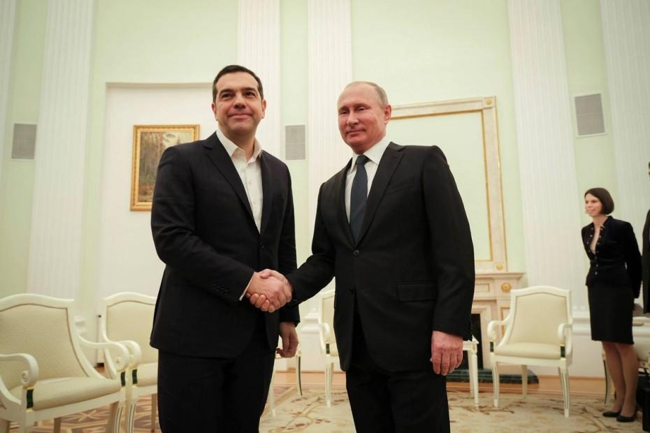 «Παγωμένο» καλωσόρισμα Πούτιν σε Τσίπρα
