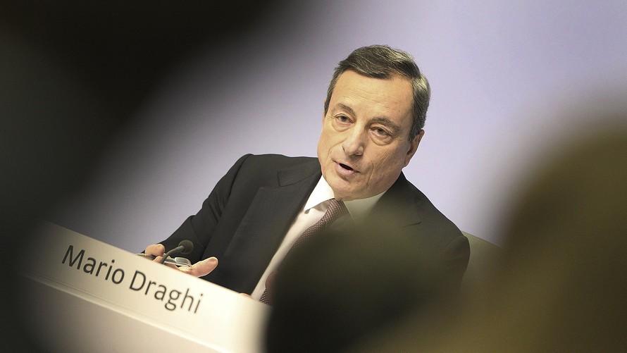 Ούτε η ΕΚΤ δεν αγοράζει -ακόμα- τα ελληνικά ομόλογα