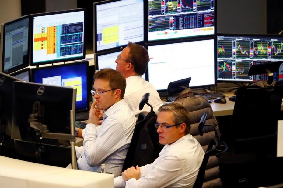 Οι προβλέψεις της Κομισιόν «τρόμαξαν» τις ευρωαγορές για την Πέμπτη