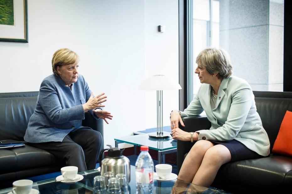 Brexit: Στο «τραπέζι» Μέι-Μέρκελ το σενάριο παράτασης