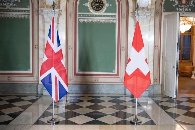 Νέα εμπορική συμφωνία Βρετανίας-Ελβετίας