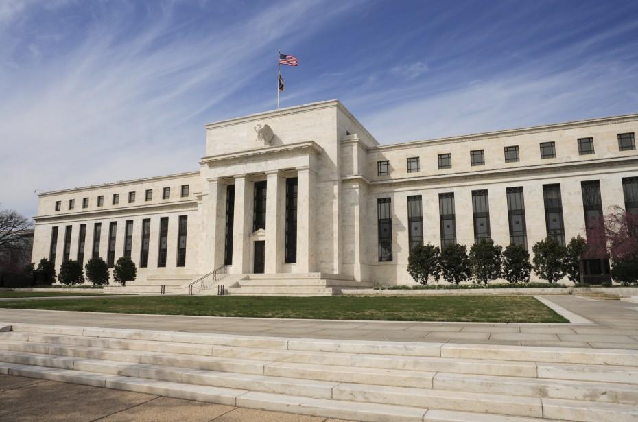 Παγώνει τις αυξήσεις στα επιτόκια η Fed