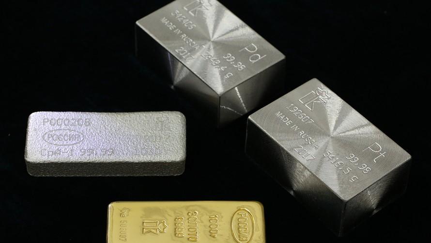 Το δολάριο «ρίχνει» τα πολύτιμα μέταλλα