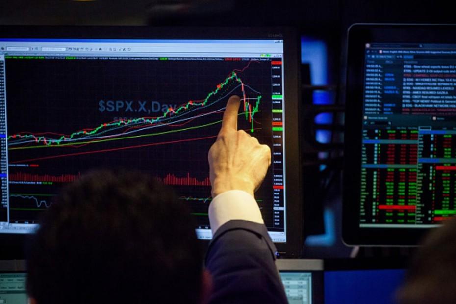 Τα αμερικανικά μάκρο ρίχνουν τη Wall Street για την Τετάρτη
