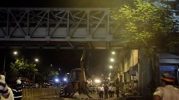 Τραγωδία στην Ινδία, με 5 νεκρούς από κατάρρευση πεζογέφυρας