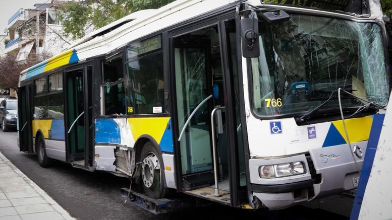 Σύγκρουση λεωφορείων στους Θρακομακεδόνες