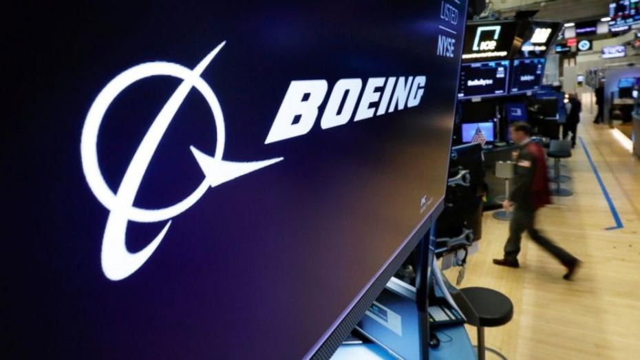 Οι πιέσεις στην Boeing προβληματίζουν τη Wall Street την Τρίτη