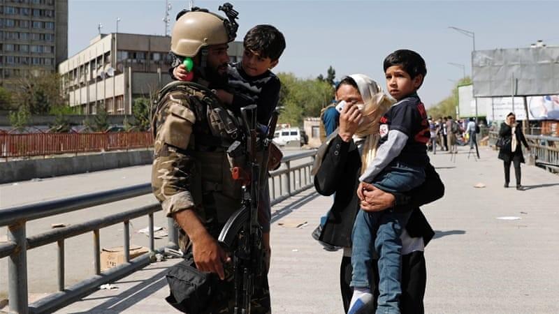 Επίθεση καμικάζι άφησε 7 νεκρούς σε υπουργείο στην Καμπούλ