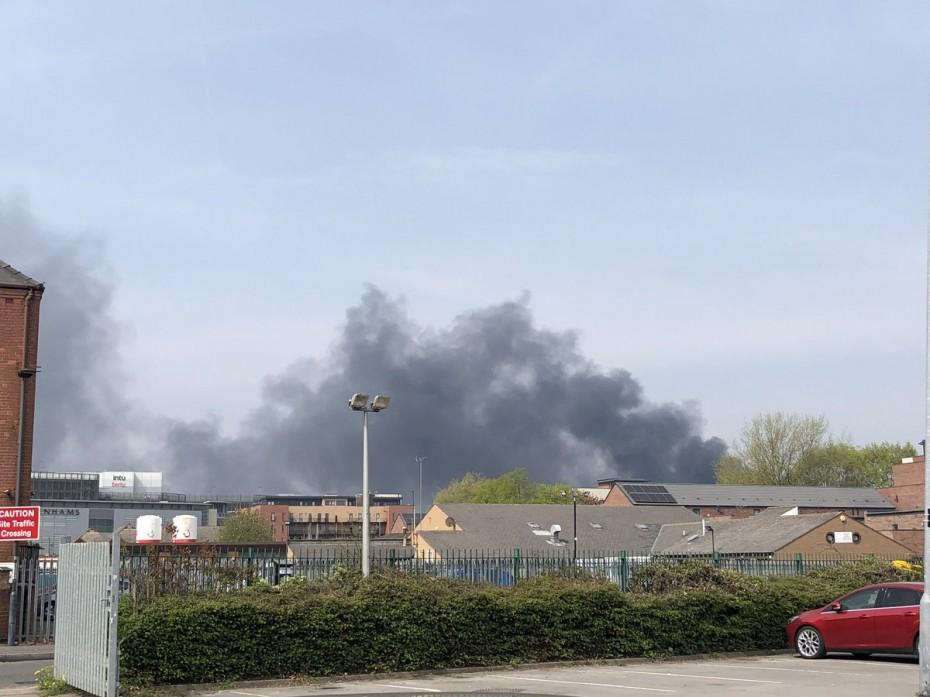 Πυρκαγιά και εκρήξεις στο Ντέρμπι της Αγγλίας