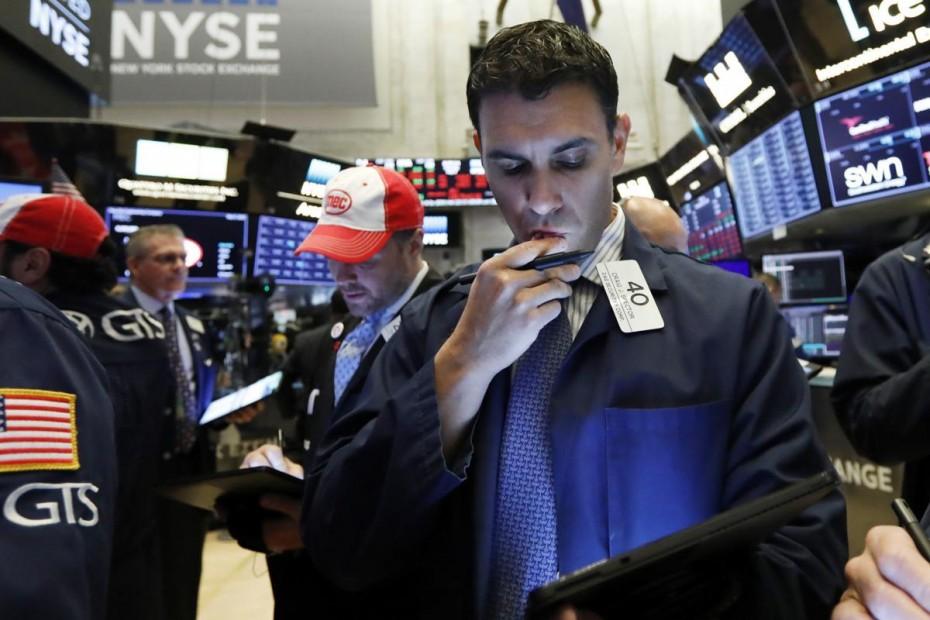 Η Wall Street «ανοίγει» απώλειες λόγω των εμπορικού πολέμου