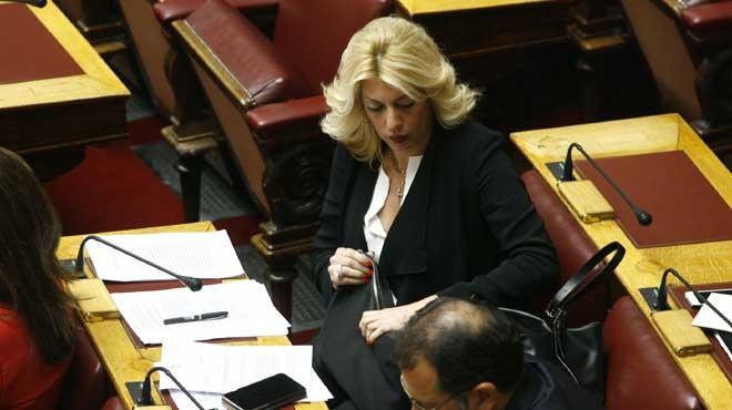 Διάλογοι δημοτικού στη Βουλή: «Βούρλο» - «Εκείνος με έβρισε κ. Πρόεδρε»