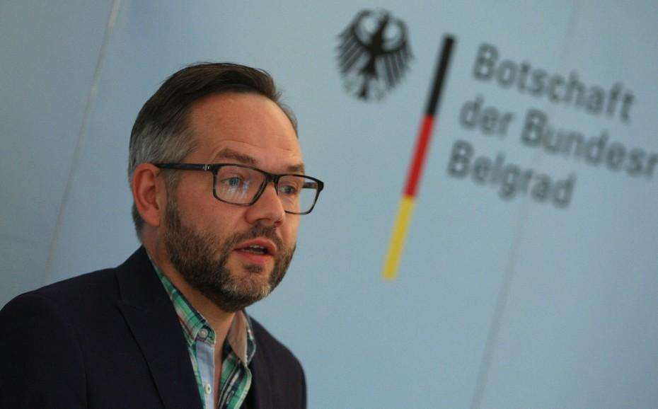 DW: Να τηρήσει η ΕΕ τις υποσχέσεις της απέναντι στην Αλβανία