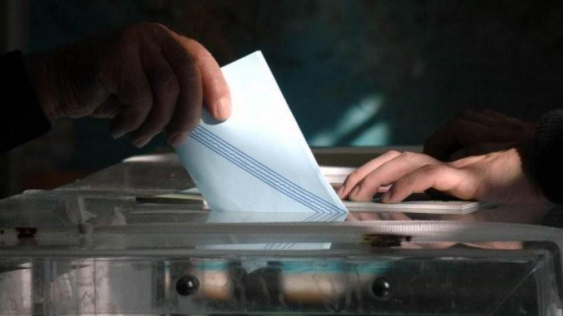 Νέο «άνοιγμα» της ψαλίδας δείχνει μια από τις τελευταίες δημοσκοπήσεις