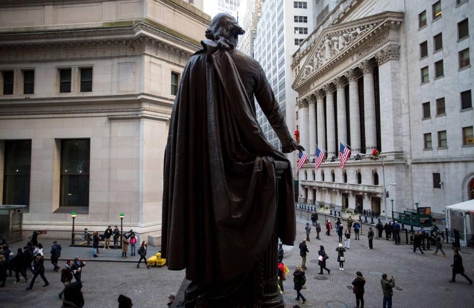 Κατρακύλησαν οι δείκτες στην Wall Street