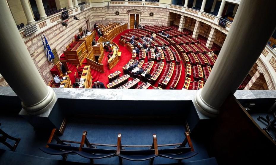Ψηφίστηκαν στη Βουλή οι 120 δόσεις και οι μειώσεις στο ΦΠΑ