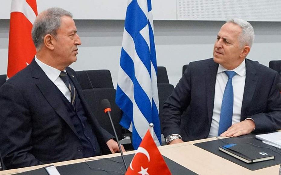 Συνάντηση στελεχών του ΥΠΕΘΑ με τον Ακάρ στην Τουρκία