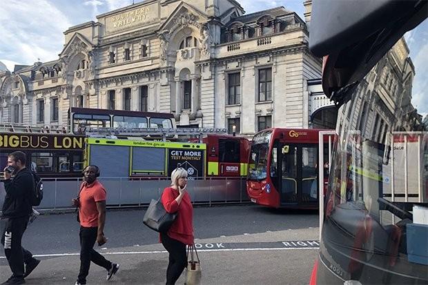 Συναγερμός στο Λονδίνο για πυρκαγιά στο κοινοβούλιο
