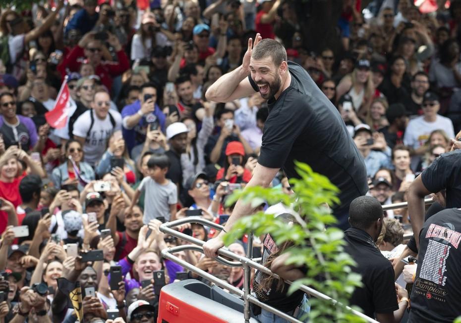 NBA: Ο Μαρκ Γκασόλ μένει στους πρωταθλητές Ράπτορς