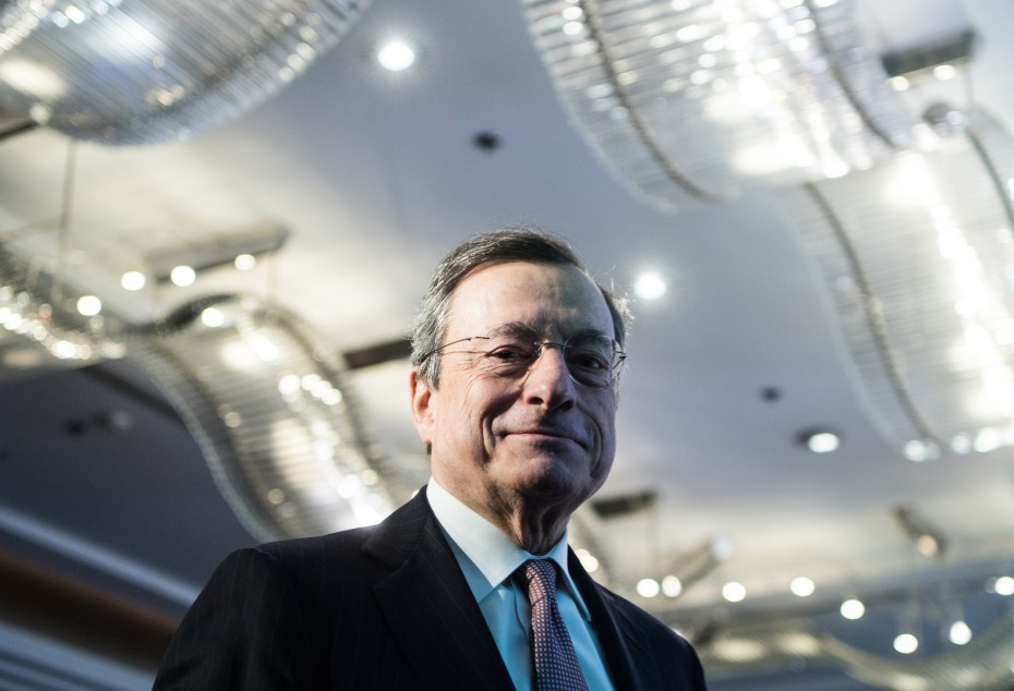 Νέο «καμπανάκι» Ντράγκι για πιθανότητα ύφεσης