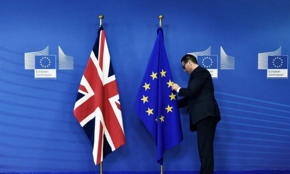 SOS από Κομισιόν: «Προετοιμαστείτε για άτακτο Brexit»